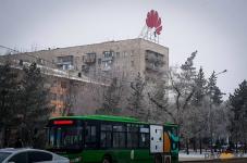В Павлодаре демонтируют рекламную конструкцию мировой фирмы сотовых телефонов