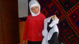 В школах Казахстана запретили носить цветные блузки, джинсы и хиджабы