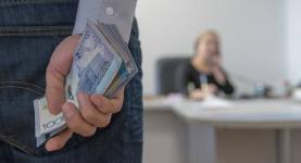 Руководитель отдела образования Экибастуза собирала деньги за обещание хороших результатов на ЕНТ