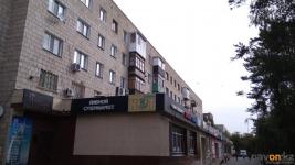 Павлодарка выскочила на крышу магазина, спасаясь от мужа-дебошира