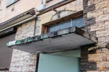 В Павлодаре 104 надподъездных козырька подлежат ремонту по причине аварийности