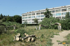 Работа по строительству на территории школ в Павлодаре будет продолжаться