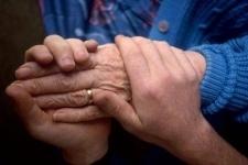 В Павлодаре пожилым людям и инвалидам помогли подготовиться к зиме