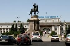 В Алматы столкнулись два пассажирских поезда