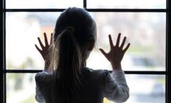 Павлодарские врачи борются за жизнь упавшей с четвертого этажа шестилетней девочки