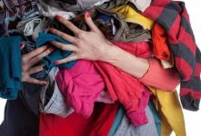 Жительница Павлодарской области продавала вещи, отданные ей как нуждающейся