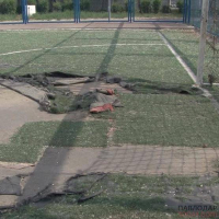 Павлодарские спортсмены в шоке от состояния покрытия на стадионе школы №21