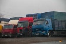 Аким областипризвал наказывать водителей грузовиков за перегруз миллионными штрафами