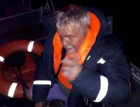 В Павлодарской области спасатели помогли мужчине, который перевернулся на лодке