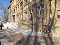 В падении ученика из окна школы в Караганде прокуратура обвинила педагогов