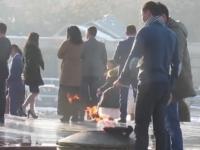 Вандалы в Бишкеке жарили на Вечном огне картофель и яичницу