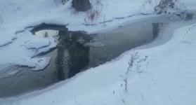 Канализационные воды в Павлодаре топят производственный цех, из-за чего его работа остановлена