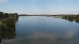 Бегущие за границу казахстанские реки предлагают развернуть