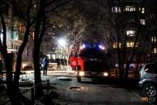 В Павлодаре 15 человек эвакуировались из-за горящего мусоропровода
