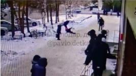 Мужчина напал на школьницу на глазах у прохожих в Павлодаре
