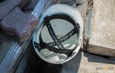 В Павлодаре рабочего раздавило плитой