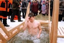 Спасатели рассказали, как правильно купаться на Крещение