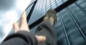 В России мужчина в костюме Бэтмена выбросился с 10 этажа