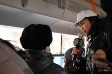 Урок казахского языка провели волонтеры в павлодарском трамвае