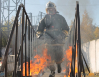 Пожарные Павлодарской области продемонстрировали свои способности в огне, в дыму и на высоте