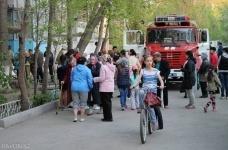 В Павлодаре из-за горящего мусора эвакуировали 30 человек