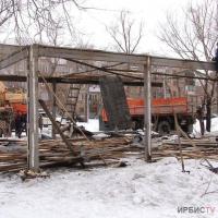 Разбирают: счет за демонтаж заброшенного магазина выставят бизнесмену