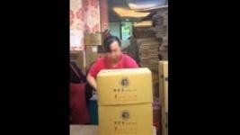 Китайская кунг-фу упаковщица покорила Интернет