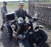 В Павлодарской области лесник собрал самодельный квадроцикл и оборудовал водовоз, чтобы защищать зеленые насаждения