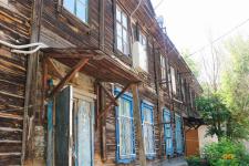 В Павлодаре жители бараков просят установить им детскую площадку