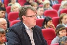 Аким Павлодара возмутился тем, что узнал об аварии на трубопроводе из соцсетей