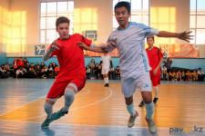 В Аксу сильнейшие школьные команды города боролись за кубок чемпионата по мини-футболу