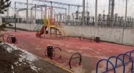 Алматинцев возмутила новая детская площадка возле электростанции