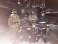 Пять газовых баллонов вынесли из горящего гаража пожарные в Павлодаре