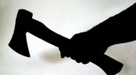 Пугавшую топором сына мать ограничили в родительских правах в Павлодаре