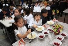 В Павлодарской области 31 школа не обеспечивает учеников горячим питанием