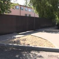 Асфальтирование подъездных путей к объектам образования завершили коммунальщики в Павлодаре