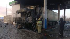 На АЗС в Павлодаре загорелась фура
