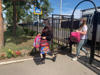 36 наборов канцтоваров раздали сегодня будущим первоклашкам трех пригородных сел Павлодара