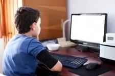 Мажилис одобрил законопроект о защите детей от вредной информации
