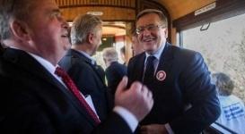 Трамвай с президентом Польши сошел с рельсов