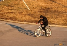 Как передвигаться по набережной на велосипедах, разъясняют павлодарские полицейские