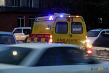 Житель Аксу, страдающий эпилепсией, упал в подъезде дома и умер