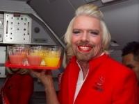 Британский миллиардер на спор отработал один день стюардессой Air Asia