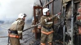 Крупный пожар произошел в торговом доме в Павлодарской области