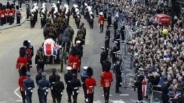 Противники Тэтчер встретили процессию с ее гробом гулом и бранью