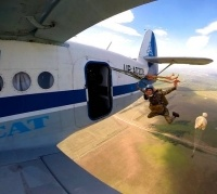 Полсотни павлодарцев впервые прыгнули с парашютом