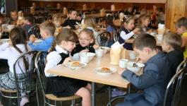 Сколько школьников обеспечат бесплатным питанием в грядущем учебном году