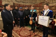 Булат Бакауов подарил детям-сиротам сертификаты на выступлениецирка «du Soleil»