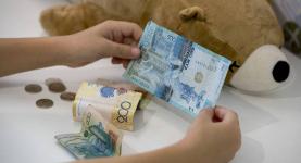 В Прииртышье районные прокуроры добились отмены ареста банковского счета матери-одиночки