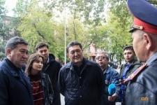 С проблемной аптекой по улице Сураганова обещал разобраться начальник местной полицейской службы области